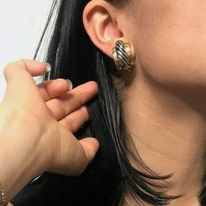 Vintage 1980s chunky statement huggie earring gold